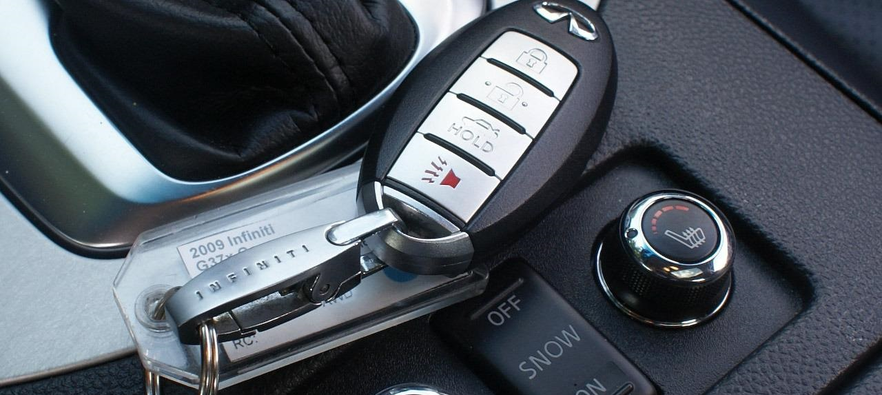 2009-infiniti-g37x-coupe-key-fob-heated-seat-and-transmission-controls-photo-300823-s-1280x782